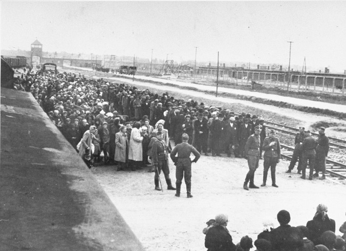 selection_on_the_ramp_at_auschwitz_ii-birkenau2c_1944_28auschwitz_album29_3a